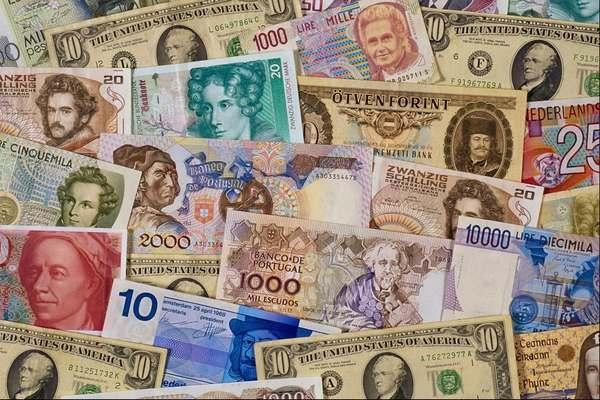 В какой валюте держать деньги?
